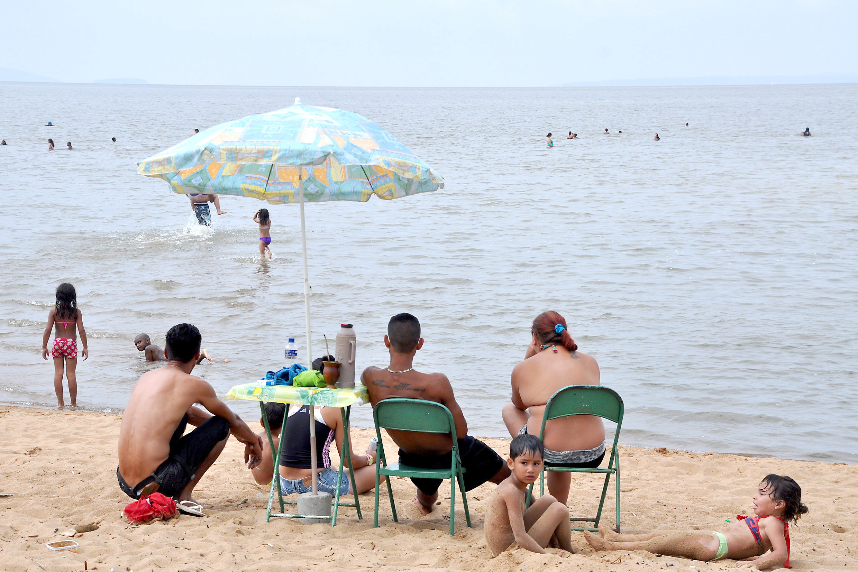 Porto Alegre, RS - 15/12/2013 Aberta a temporada de praia no Lami Foto: Ricardo Stricher/PMPA