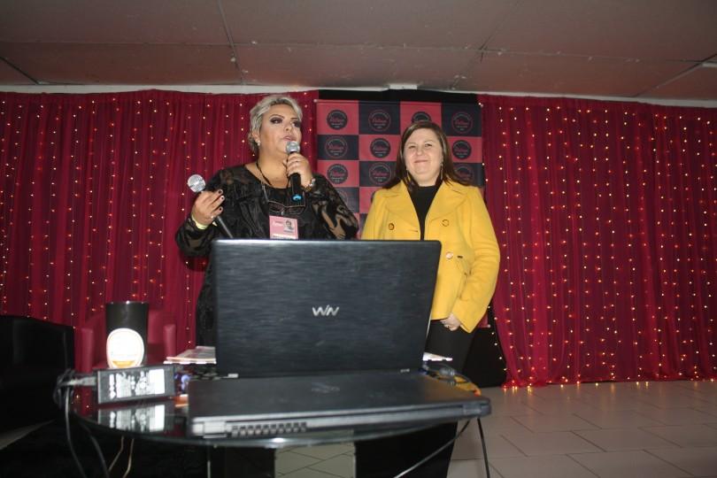 Roberta Capitão com a palestrante do SEBRAE