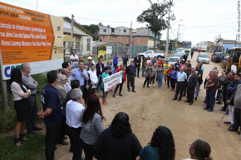 Início das obras de infraestrutura e pavimentação da rua Jaime Lino dos Santos Filho Local: em frente à Praça do Portal – Lomba do Pinheiro (Vila Quinta do Portal)