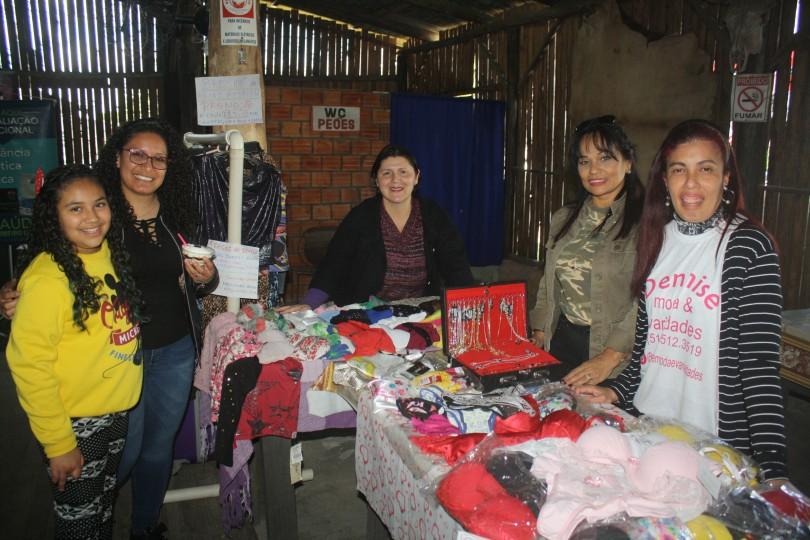 Na sexta-feira (13/09) participaram de um Feirão de Variedades e Negócios no DTG Galpão Missioneiro. Haviam dezenas de empreendedoras comercializando produtos ou divulgando serviços.